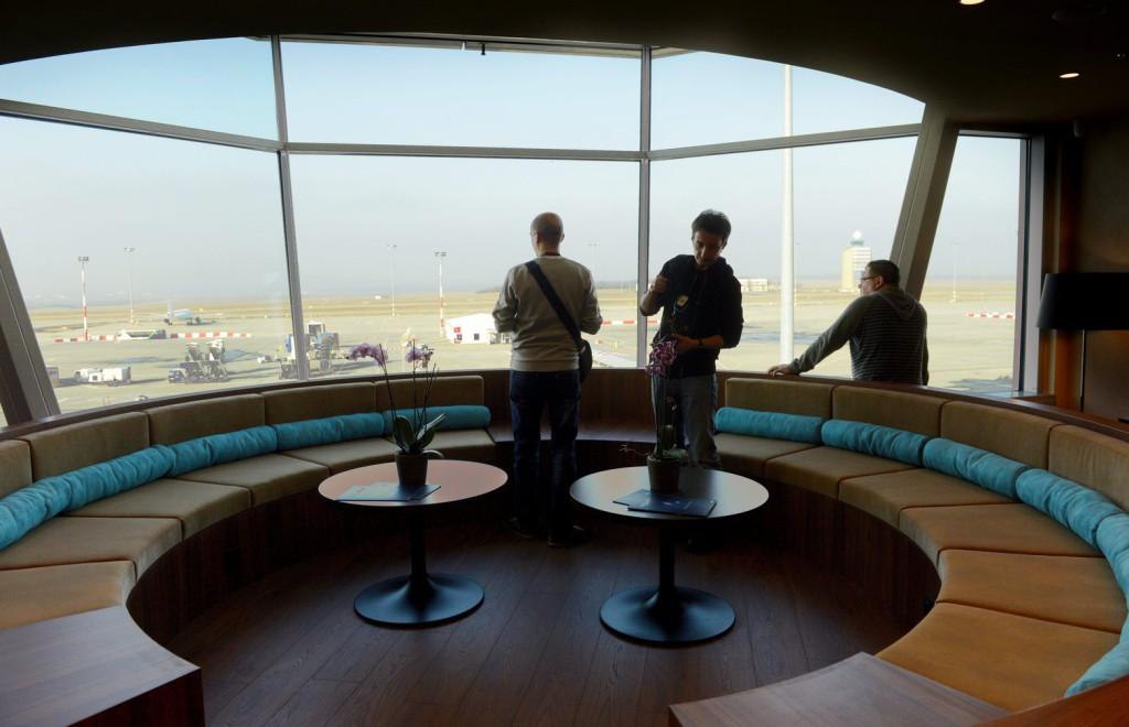 Как отдохнуть в аэропорту с привилегиями?